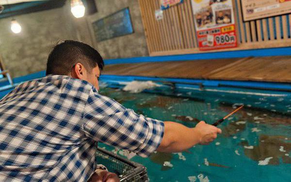 Không ngờ giờ nhà hàng ở Tokyo lại hay ho đến thế này đây: Khách được trải nghiệm làm ngư dân ngay tại chỗ