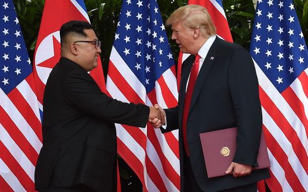 Ông Trump đã ký thỏa thuận lịch sử với nhà lãnh đạo Kim Jong Un