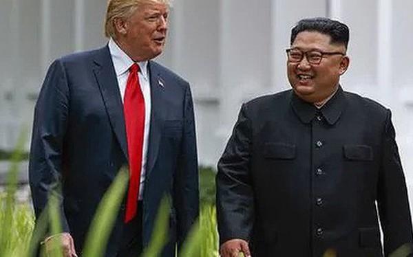 Tổng thống Mỹ Trump trao số điện thoại liên lạc trực tiếp cho ông Kim Jong-un