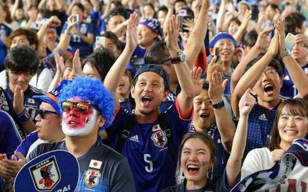 """Người dân Nhật Bản """"đi bão"""", đổ ra đường ăn mừng chiến thắng gây sốc của đội nhà tại World Cup 2018"""