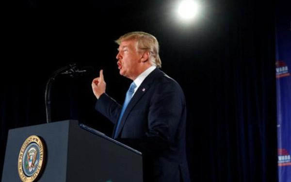 """Ông Trump muốn """"trục xuất ngay lập tức"""" người nhập cư trái phép"""