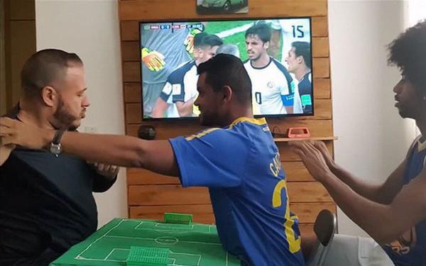 Cách anh chàng Brazil giúp người bạn vừa khiếm thính vừa khiếm thị xem World Cup khiến người ghét bóng đá cũng phải xúc động