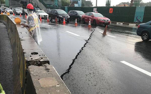 Singapore: Đường hỏng lúc 8h30, 10h sửa xong cho thông xe, chiều cùng ngày, cơ quan điều tra công bố nguyên nhân