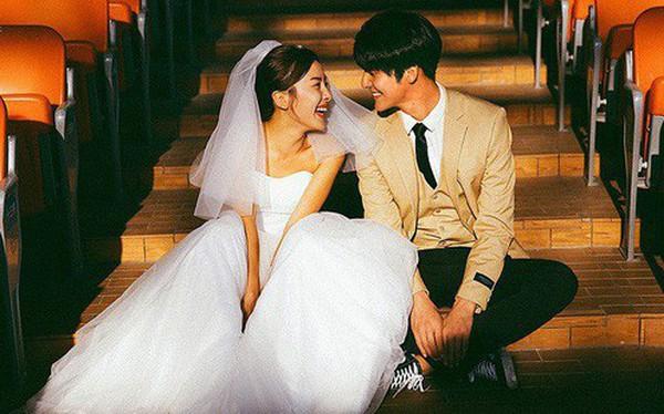 """Không cần phải deep đâu, ảnh cưới cứ cười """"thả ga"""" thế này trông mới dễ thương!"""