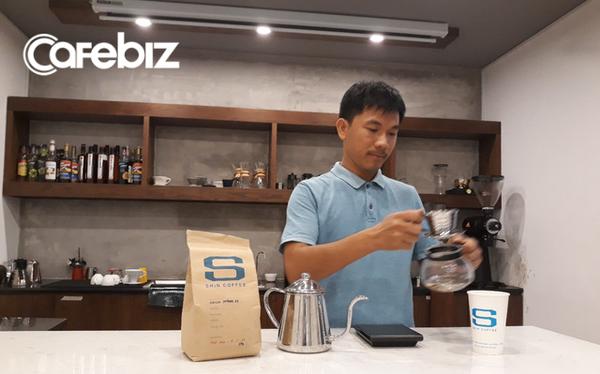 Khởi nghiệp thua lỗ phải sang Nhật kiếm tiền trả nợ, chàng trai này giờ là ông chủ của chuỗi cà phê Specialty, giá 100.000 đồng/ly mà khách nườm nượp, còn hỗ trợ The Coffee House mở quán