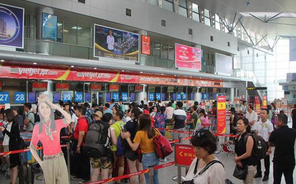Ném điện thoại chảy máu mặt nữ nhân viên hàng không, hành khách bị phạt 7,5 triệu, xem xét cấm bay