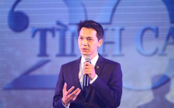 [Clip] Chủ tịch ACB Trần Hùng Huy gây sốt với màn thể hiện hàng loạt bản 'hit': Ngày Mai Em Đi, Attention, Uptown Funk