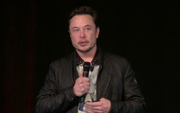 Elon Musk suýt bật khóc tại cuộc họp cổ đông của Tesla, thổ lộ rằng vài tháng vừa qua chẳng khác gì địa ngục