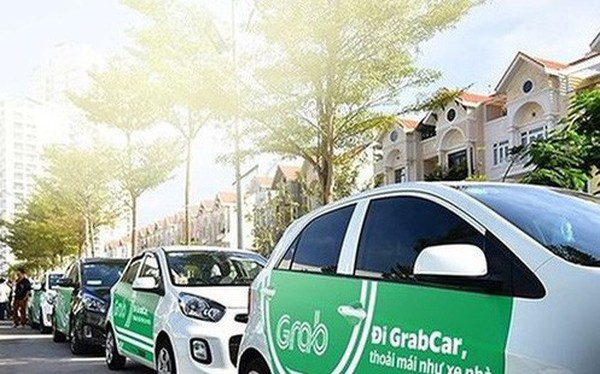 """Grab sẽ phải gắn biển """"taxi điện tử""""?"""