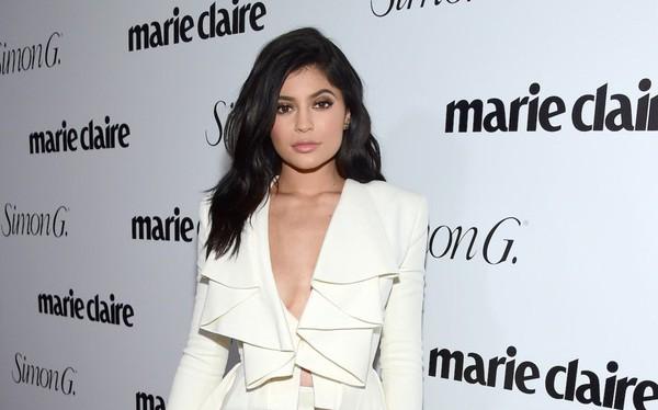 Hot girl 20 tuổi Kylie Jenner được Forbes dự đoán sẽ sớm soán danh hiệu tỷ phú tự thân trẻ nhất của Mark Zuckerberg