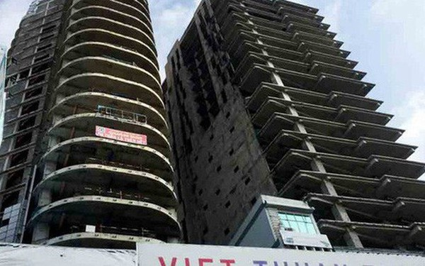 """Hai đại gia tranh nhau mua tòa tháp bỏ hoang trên """"đất vàng"""" Sài Gòn"""