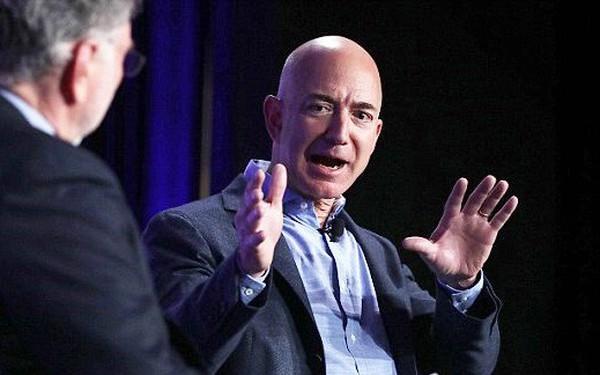 Làm sếp theo kiểu Jeff Bezos: Luôn khó tính, châm chọc nhân viên, thuê chuyên gia tư vấn nhưng lại chẳng tin họ lấy một lần
