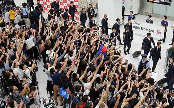 Tuyển thủ Nhật Bản được chào đón như người hùng ngày về nước