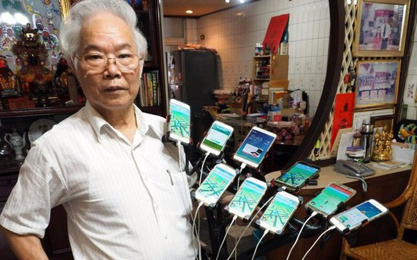 Gừng càng già càng cay: Ông lão gắn 11 smartphone vào xe đạp đi khắp nơi để bắt Pokemon