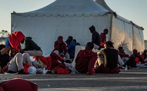 Ảnh: Cuộc sống vạ vật của hàng trăm người tị nạn ở Tây Ban Nha