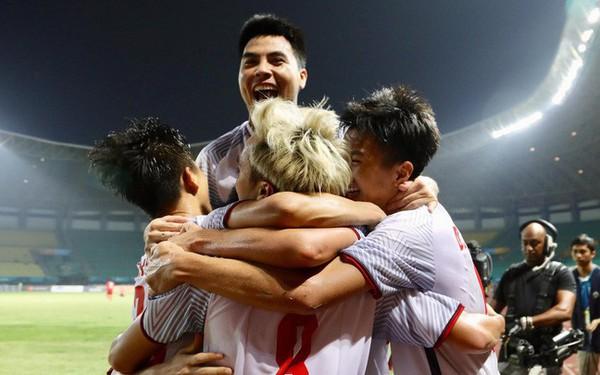 Cận cảnh bàn thắng vàng của Văn Toàn đưa Việt Nam vào bán kết ASIAD 2018