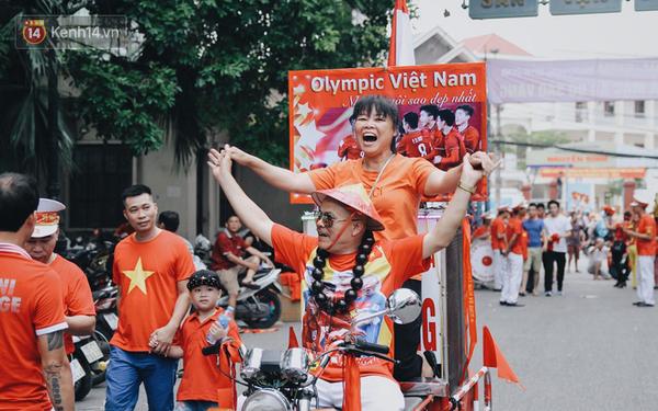 Hàng loạt công ty, doanh nghiệp cho phép nhân viên nghỉ làm xem trận bán kết Olympic Việt Nam chiều nay: Tình yêu với bóng đá lớn đến nhường nào!