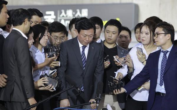 Chủ tịch tập đoàn Lotte bị đề nghị 14 năm tù giam vẫn khẳng định mình vô tội, chỉ làm theo chỉ đạo của cha