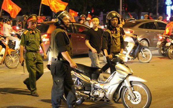 Hơn 1000 cảnh sát ra quân giữ an ninh, chống đua xe trận đấu Việt Nam - Hàn Quốc