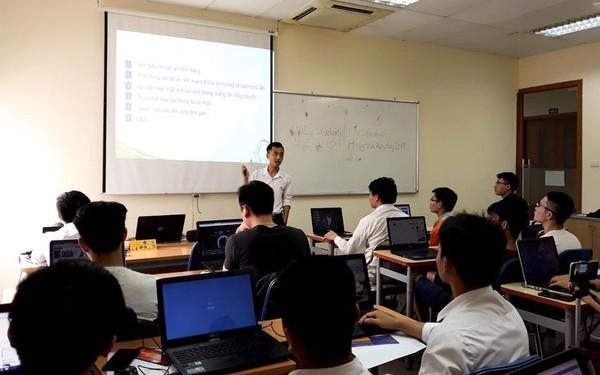 """Đổ bộ lớp học trải nghiệm """"2K Phiêu Lưu Làm Hacker Mũ Trắng"""" tại FPT Jetking"""