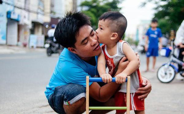 """Câu chuyện về người con đặc biệt của vợ chồng thạc sỹ bán chè Sài Gòn: """"Sự nghiệp có thể làm lại, nhưng con cái thì bố mẹ không có cơ hội thứ 2"""""""