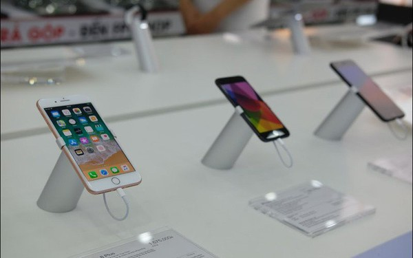 Những ngày buồn của iPhone tại Việt Nam