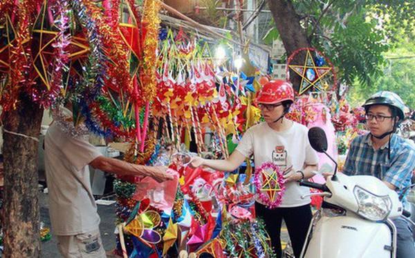 Phố Hàng Mã rục rịch mùa Trung thu: Hàng Trung Quốc vắng bóng, lồng đèn truyền thống lên ngôi