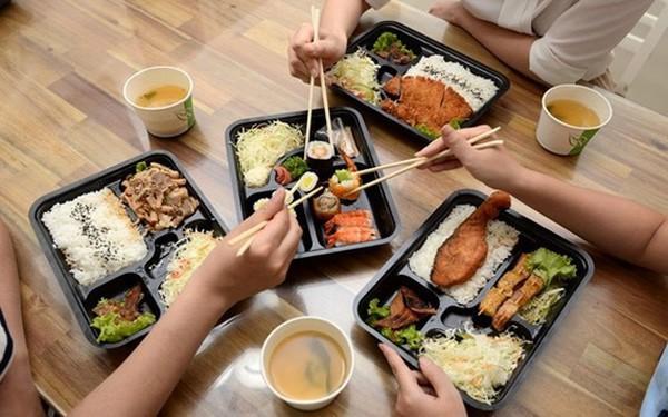 """Thị trường """"Trưa nay ăn gì"""" của dân công sở - cuộc chiến giữa Vinmart+, 7-Eleven, Circle K, Saigon Food, nhưng đối thủ mạnh nhất lại là quán cơm vỉa hè!"""