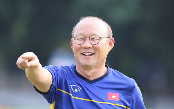 Ông Park Hang-seo cấm học trò biện minh cho thất bại, thấy học trò viện lý do, ông dùng tay bịt miệng họ lại