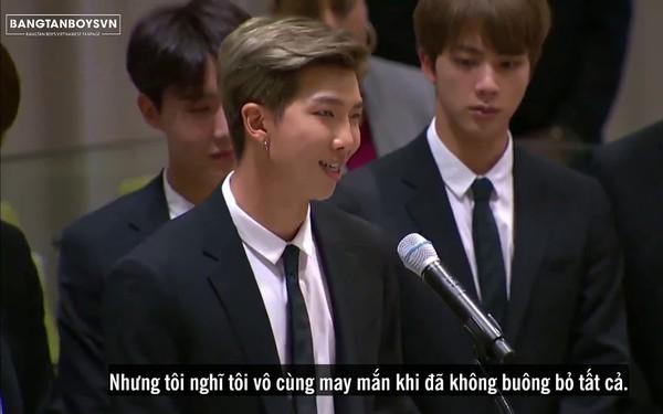 Bài phát biểu tại LHQ của nhóm nhạc Kpop đình đám BTS: Ép mình sống theo người khác, bạn đã đánh mất cái tên, tiếng nói của chính bạn!