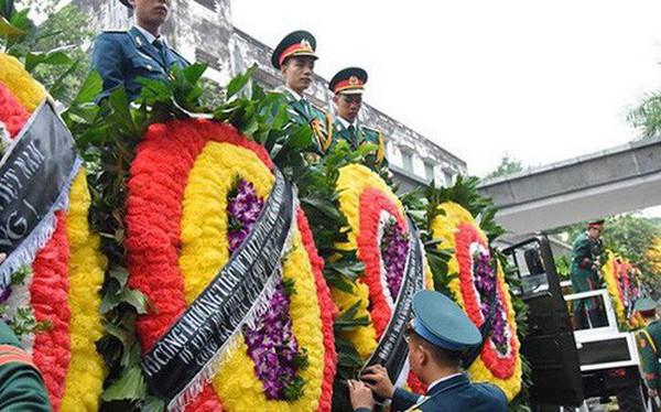 Hình ảnh cỗ linh xa đưa linh cữu Chủ tịch nước Trần Đại Quang về đất Mẹ