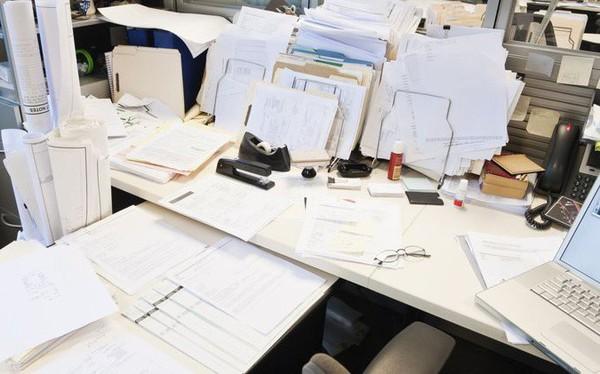 Chiếc bàn làm việc bừa bộn, chẳng bao giờ ngăn nắp hóa ra lại là dấu hiệu cho thấy bạn là một thiên tài