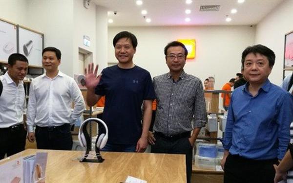 CEO Xiaomi đích thân đi khảo sát cửa hàng Mi Store đầu tiên tại Việt Nam