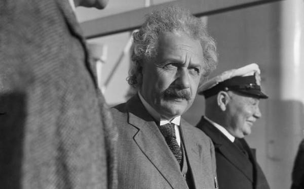 Ai bảo khoa học là khô khan? Đây là cách Albert Einstein làm khoa học sáng tạo như một nghệ sỹ