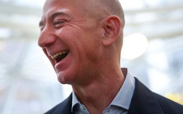 """Phụ huynh Jeff Bezos phản ứng thế nào khi con trai bỏ Phố Wall, trở thành """"anh bán sách""""?"""