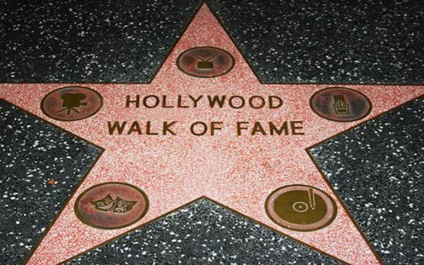 """Làm sao để được vinh danh trên Đại lộ Danh vọng Hollywood? không phải cứ nổi tiếng là được """"in sao""""!"""