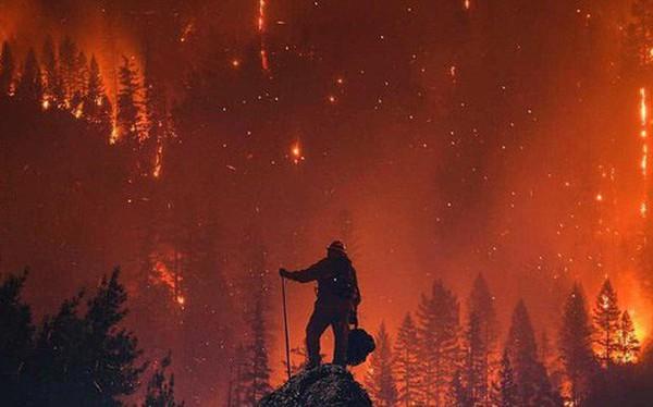Chùm ảnh California sau cháy rừng: Thiên đường chìm trong biển lửa, con người nhỏ bé trốn chạy nhưng không bao giờ bỏ cuộc