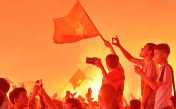 Báo Hàn sửng sốt khi chứng kiến không khí AFF Cup ở Việt Nam chẳng khác gì World Cup
