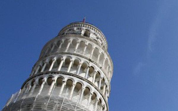 """Tháp nghiêng Pisa đang...""""ngày càng thẳng"""""""