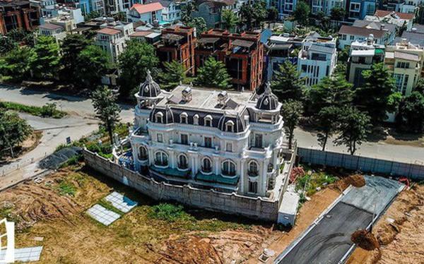 Cận cảnh hàng loạt biệt thự tỷ đồng bỏ hoang giữa lòng khu đô thị sầm uất bậc nhất khu Đông TP.HCM