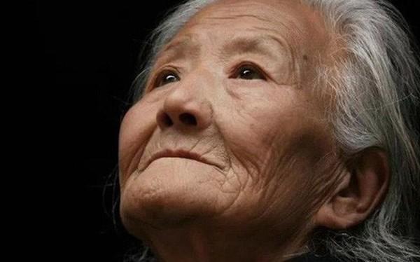 """Bức thư tuyệt mệnh của người mẹ 80 tuổi """"hối hận vì sinh ra 4 con ..."""