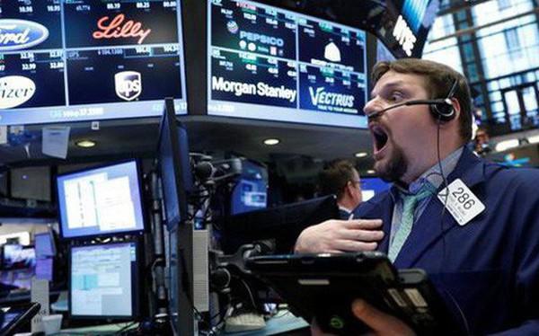 Dow Jones tăng hơn 600 điểm chỉ nhờ một câu bình luận của chủ tịch Fed