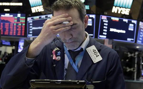 Lo ngại về kinh tế bao trùm thị trường, Dow Jones giảm gần 800 điểm
