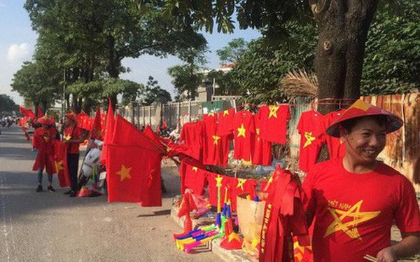 Choáng ngợp trước hình ảnh cờ đỏ sao vàng trước trận Việt Nam - Philippines