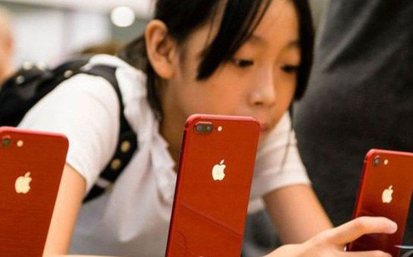 """Vụ sếp Huawei bị bắt: Sợ """"tự đốt nhà"""", Trung Quốc không dám đưa Apple vào tầm ngắm"""