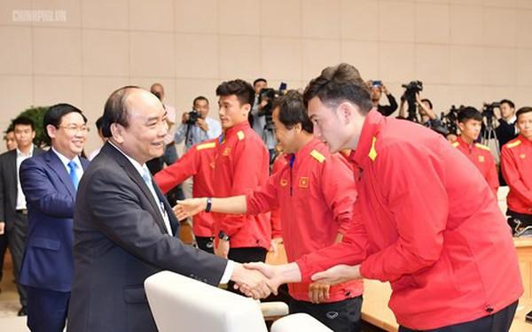 Thủ tướng yêu cầu tiền thưởng phải đến trực tiếp các cầu thủ