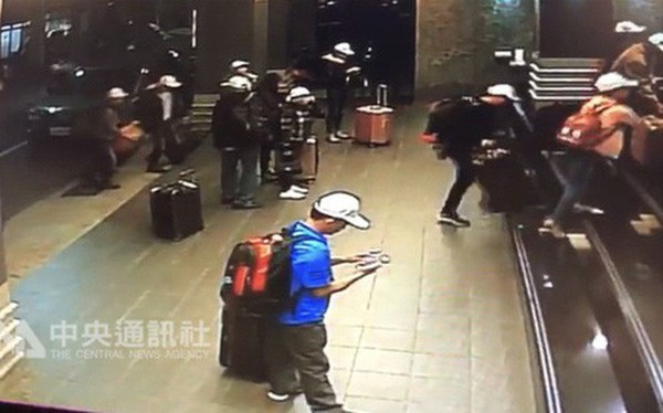 Hình ảnh đầu tiên được cho là nhóm khách Việt nghi bỏ trốn ở Đài Loan: Vào khách sạn chưa đầy 1 tiếng đã xách vali ra
