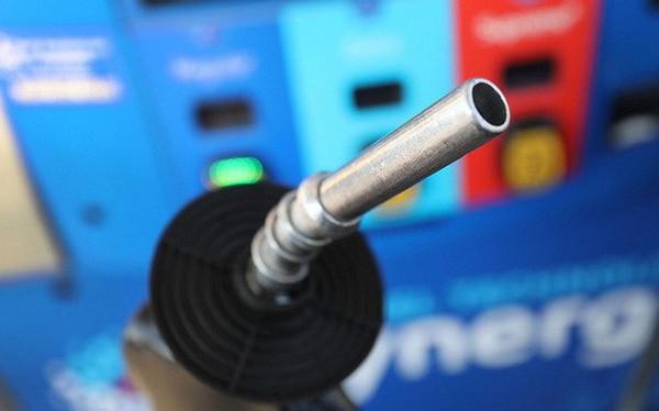 Sụt giảm mạnh, giá dầu xuống dưới 45USD/thùng