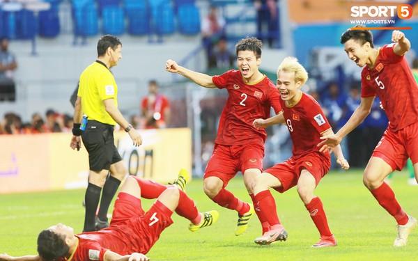 Chiến thắng Jordan trên loạt luân lưu, đội tuyển Việt Nam hiên ngang vào tứ kết