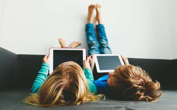 Bác sĩ Việt khẩn cầu: Hãy cứu những đứa trẻ nói giọng Youtube, cha mẹ ơi, xin hãy thức tỉnh!